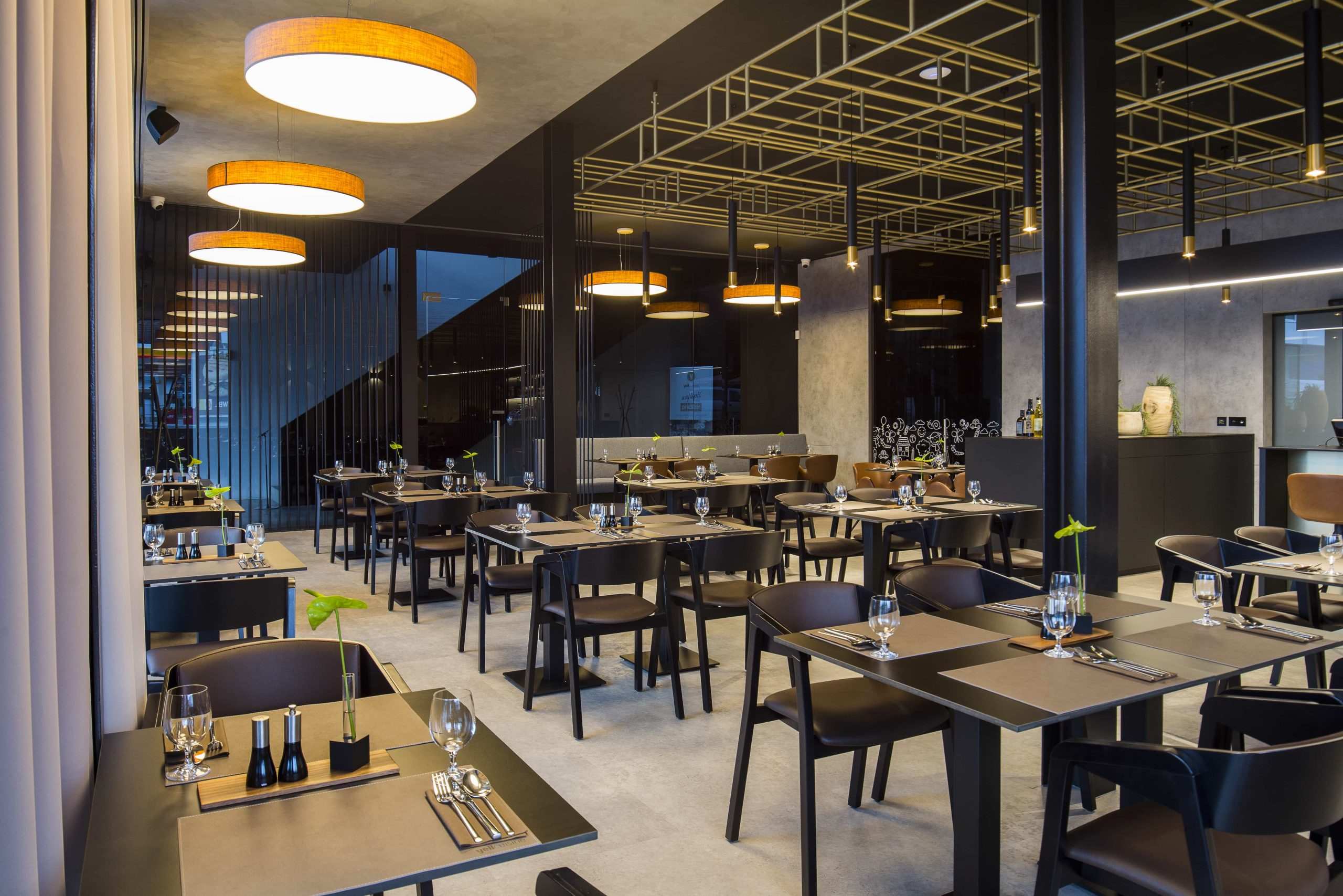 Yellcuisine_reštaurácia_priestory(12)